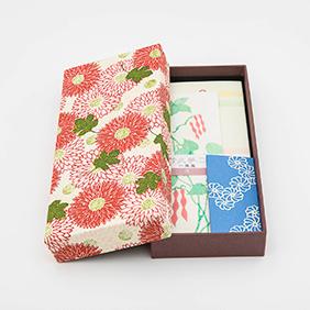 華やかな榛原千代紙で仕立てた文箱に便箋を詰め合わせました
