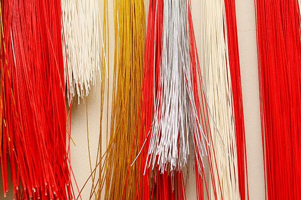榛原店頭に並ぶ色とりどりの水引