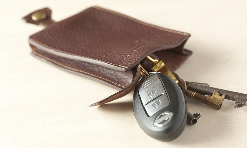 一般的な鍵なら約15本。複数の鍵と共にキーレスエントリーも十分に収納いただけます。