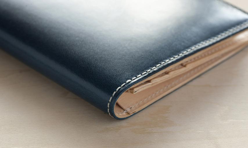 厚みを抑えたつくりで、ポケットにスマートに収納。