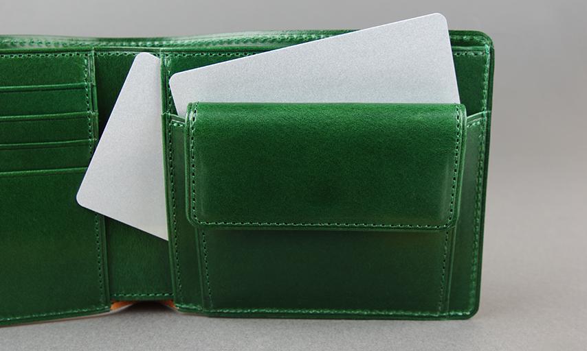 小銭入れの後ろにもカードを収納出来るポケットがある