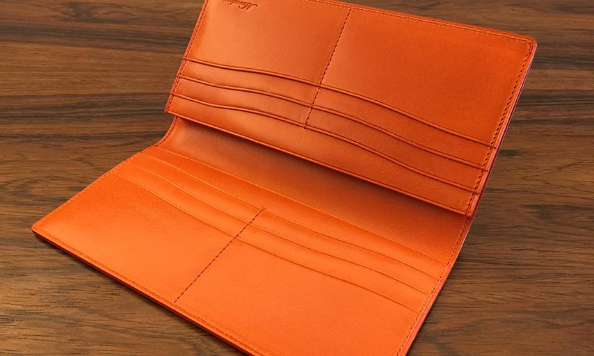 カードポケット12段と札入れポケット2箇所。
