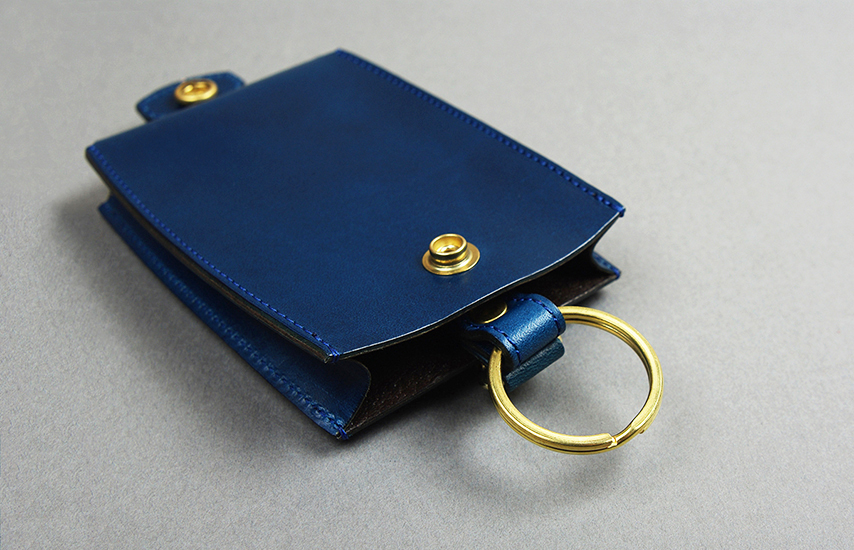 定番的に使う鍵はキーリングに。2種の金具がある事で用途に応じて使い分けが出来る
