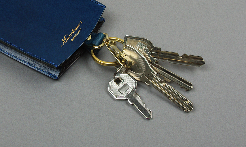 自宅や会社の鍵はキーリングに。バイクや自転車の鍵はキーフックにと、一般的な鍵なら約15本の鍵が収納可能