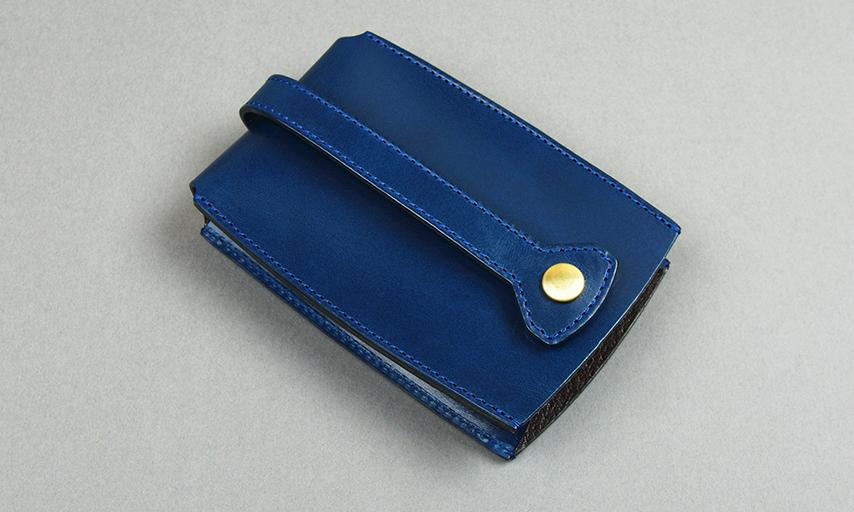裏面のボタンを留めると鍵が中に収まります。パンツのポケットや鞄の中でも他の持ち物を傷つけません