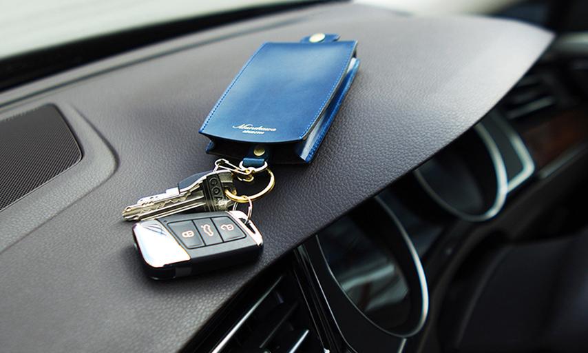 車の鍵も入るキーケース