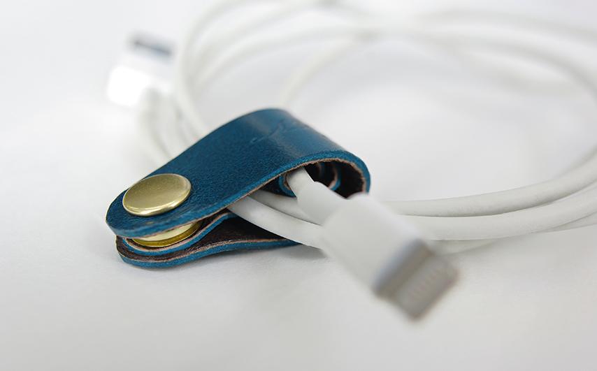 巻きつける収納ではなく、ゆるくまとめて収納出来る為、コードの断線を防ぎます