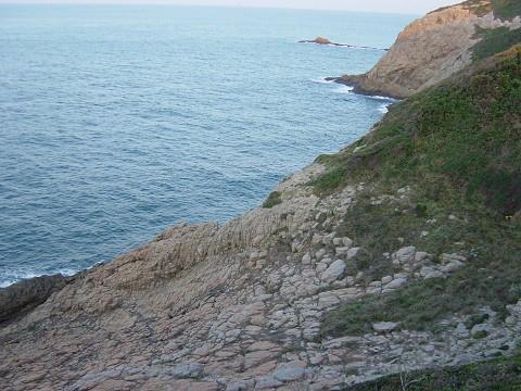 小崎海岸が玄界灘に面しています。