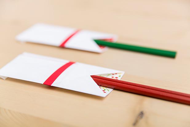 懐紙と千代紙で箸袋を作る