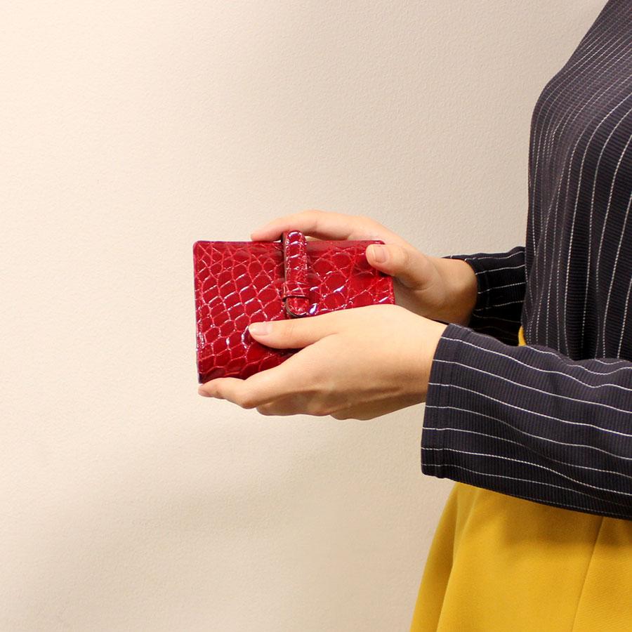 シャイニングクロコ二つ折り財布