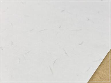 厚みと高級感のある高品質の和紙を使用