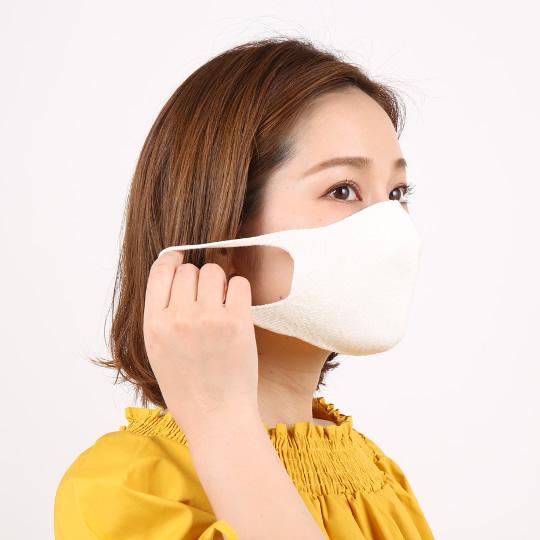 お顔にフィットする縫い目のない3D構造