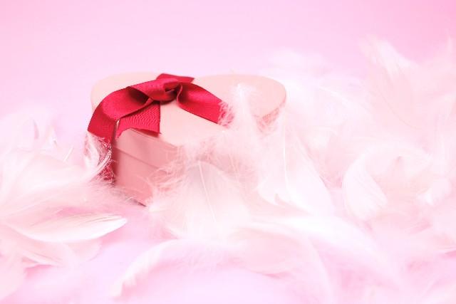 ブローチの種類〜コスチュームジュエリーはプレゼントに最適〜