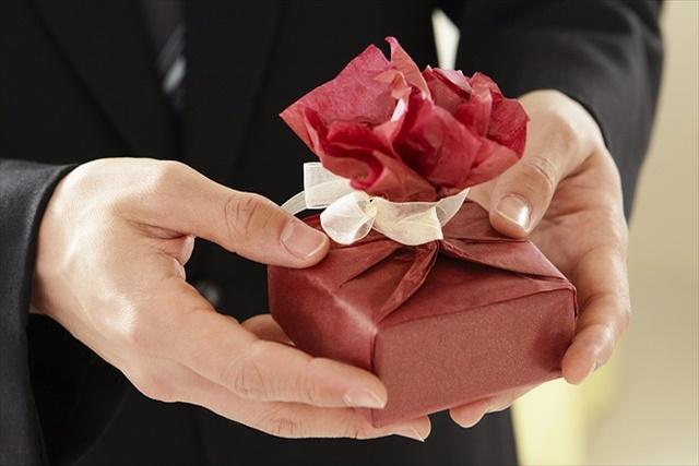 コスチュームジュエリーのイヤリングはプレゼントにも