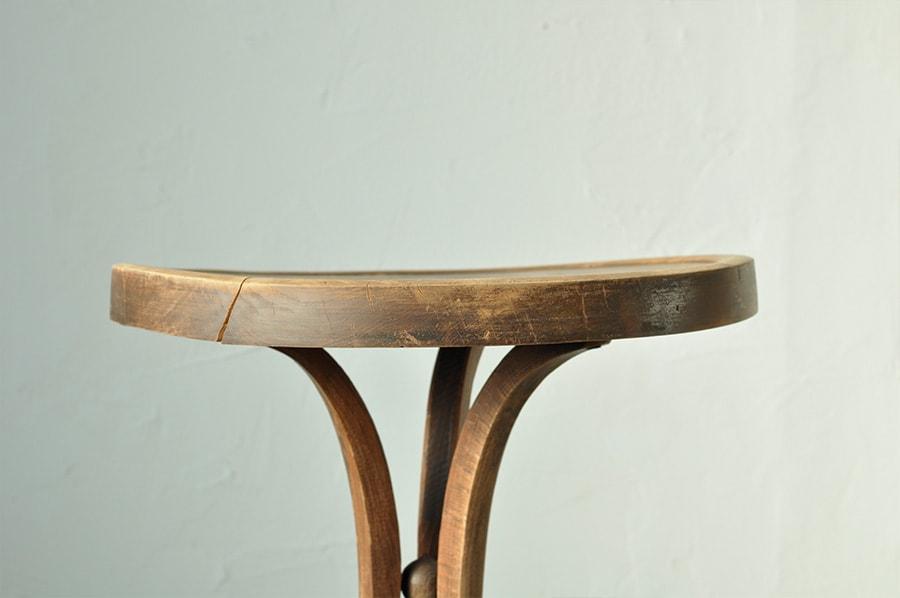 アンティークの丸いテーブル