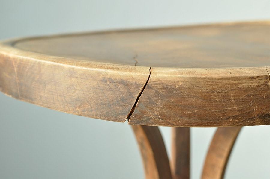 花台のようなアンティークテーブル