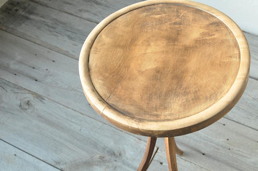 ヴィンテージの円形テーブル