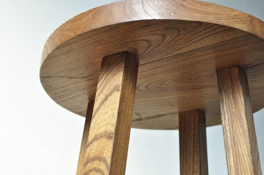木製のシンプルなアンティークスツール