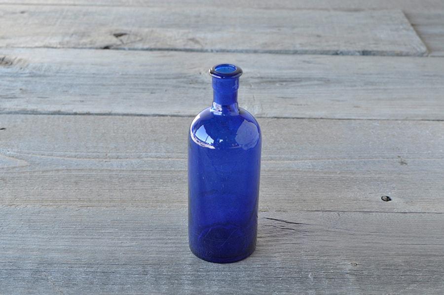 コバルトブルーのアンティークボトル