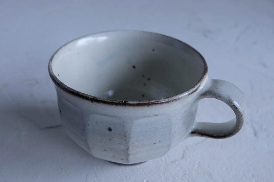 戸津圭一郎さんの面取りのコーヒーカップ