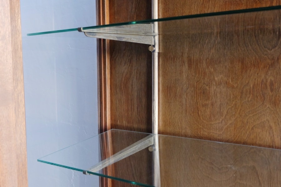 ガラス棚のアンティークショーケース