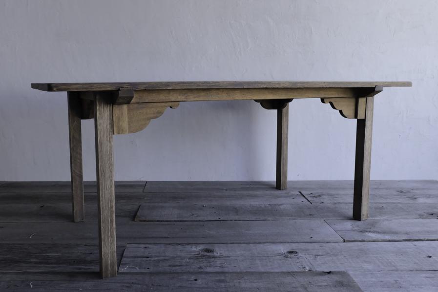 アンティークの和風なダイニングテーブル