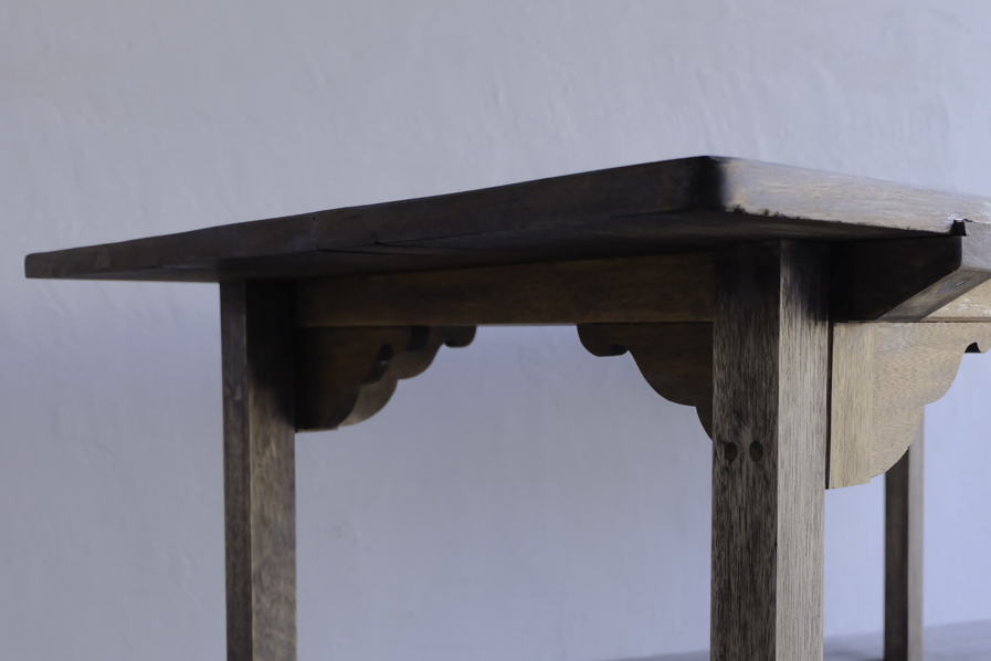 アンティークの縦長のダイニングテーブル