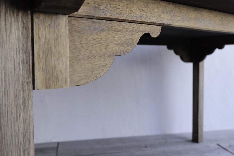 アンティークの日本らしいダイニングテーブル