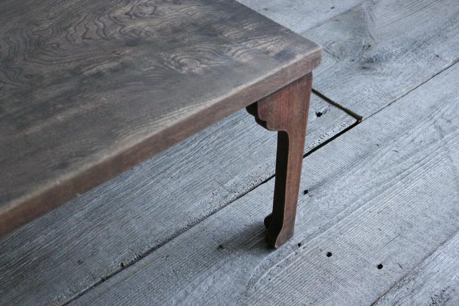 日本のアンティークのクリ材のシンプルなコーヒーテーブル