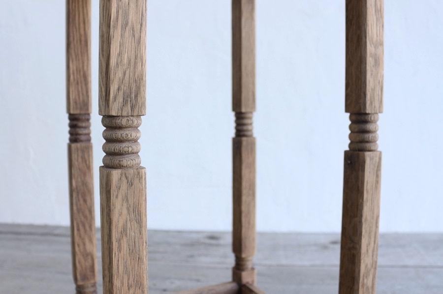 ろくろ脚の装飾のアンティークの花台