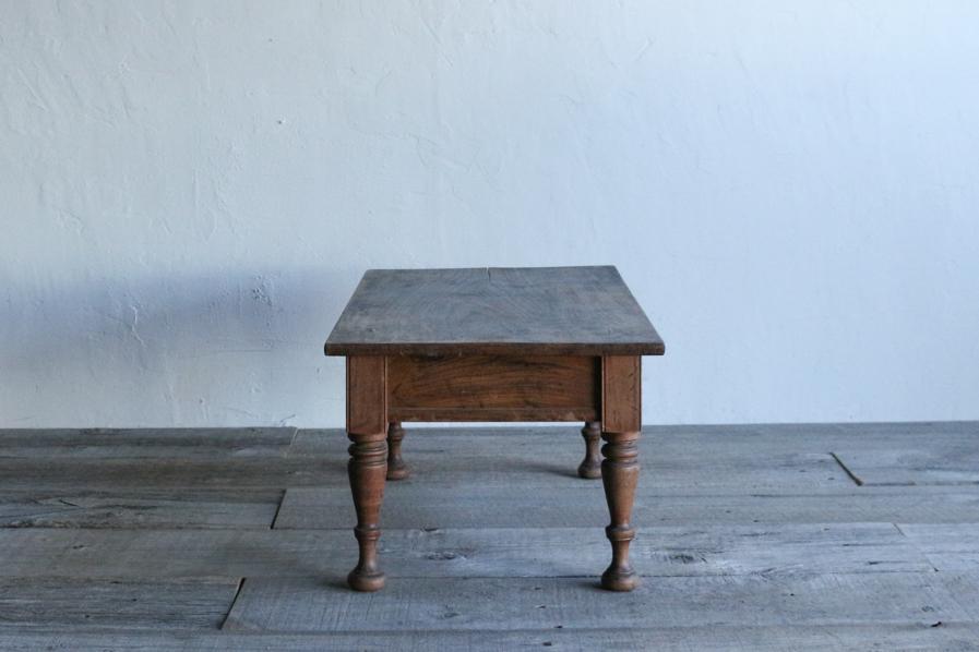 日本のアンティークの小さいろくろ脚のコーヒーテーブル