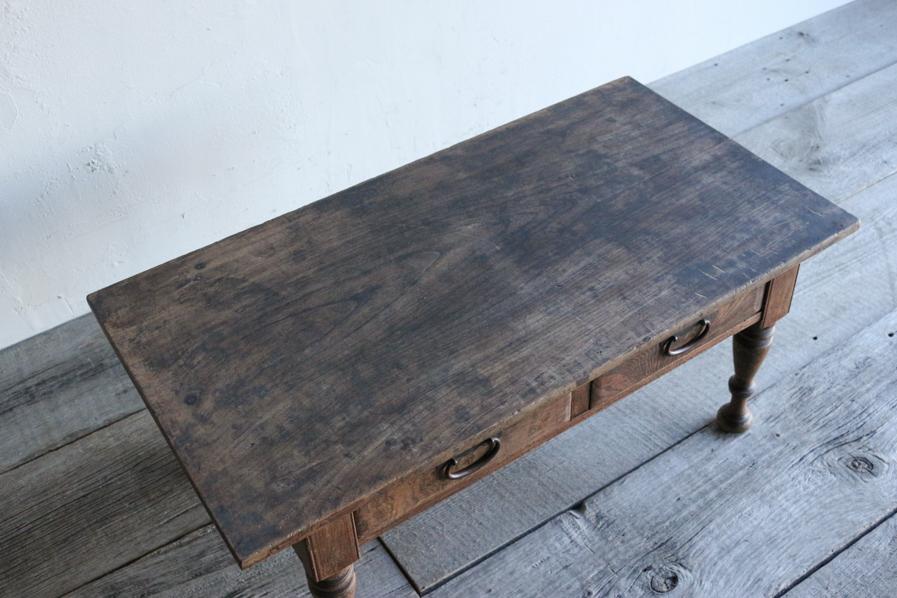 日本の時代物のろくろ脚のコーヒーテーブル