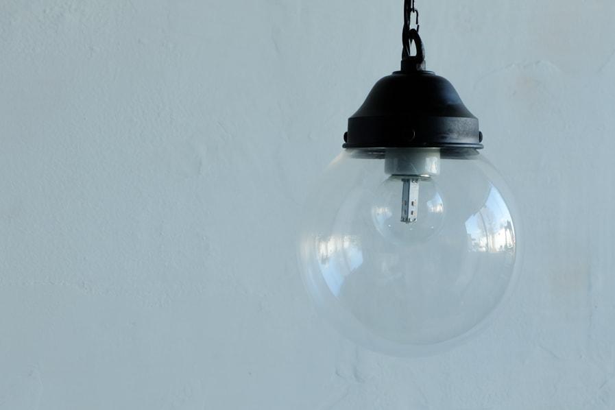 日本のアンティーク調の丸い透明ガラスの照明