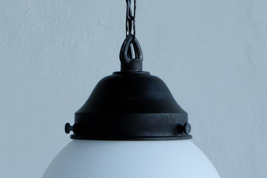 日本の古道具風のペンダント型乳白の照明