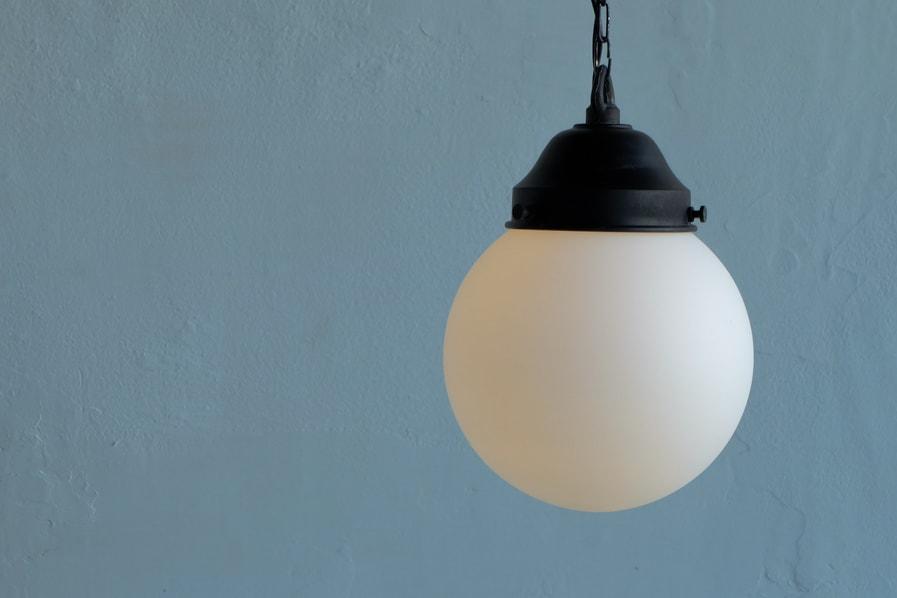 日本のアンティーク調の真球型の照明