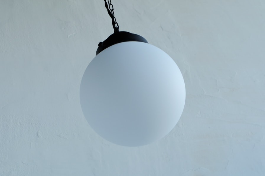日本のアンティーク調のペンダント型の照明