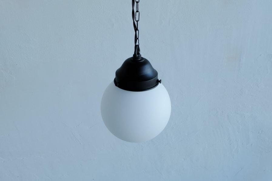 和のアンティーク調の乳白ガラスの照明