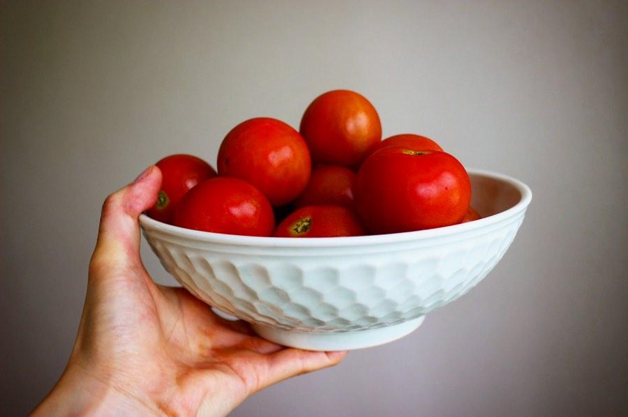 阿部春弥さんの白磁しのぎ亀甲7寸鉢