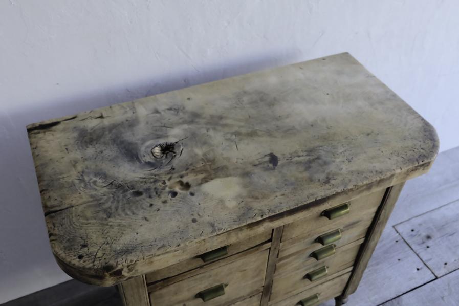アンティークの杉材のコンソールテーブル