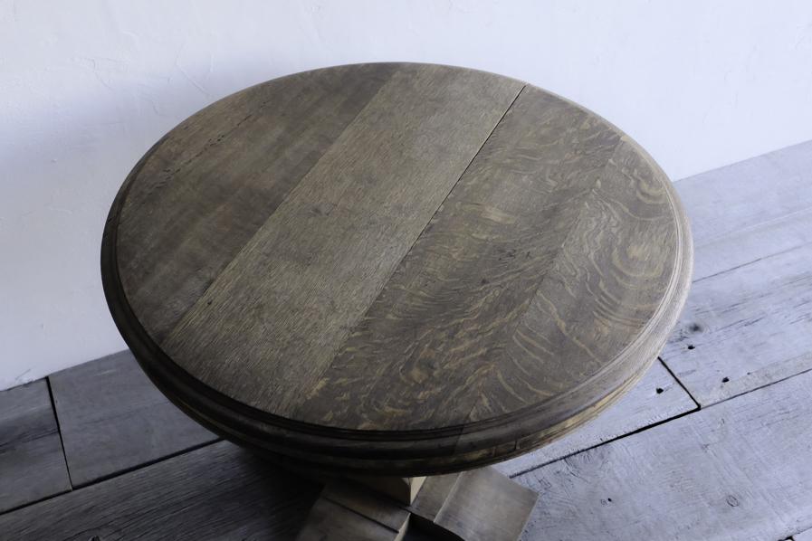 アンティークのナラ材のラウンドテーブル