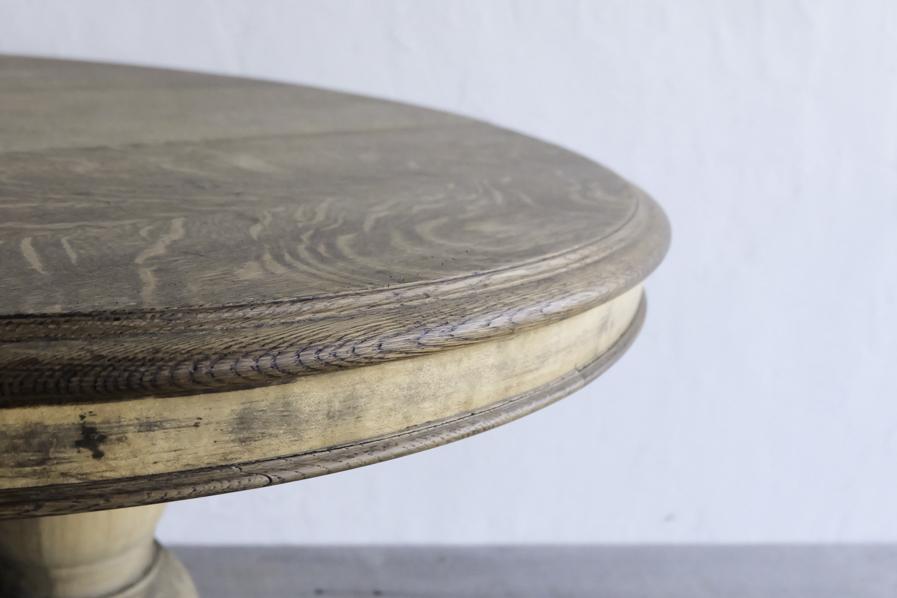 アンティークのオーク材のラウンドテーブル