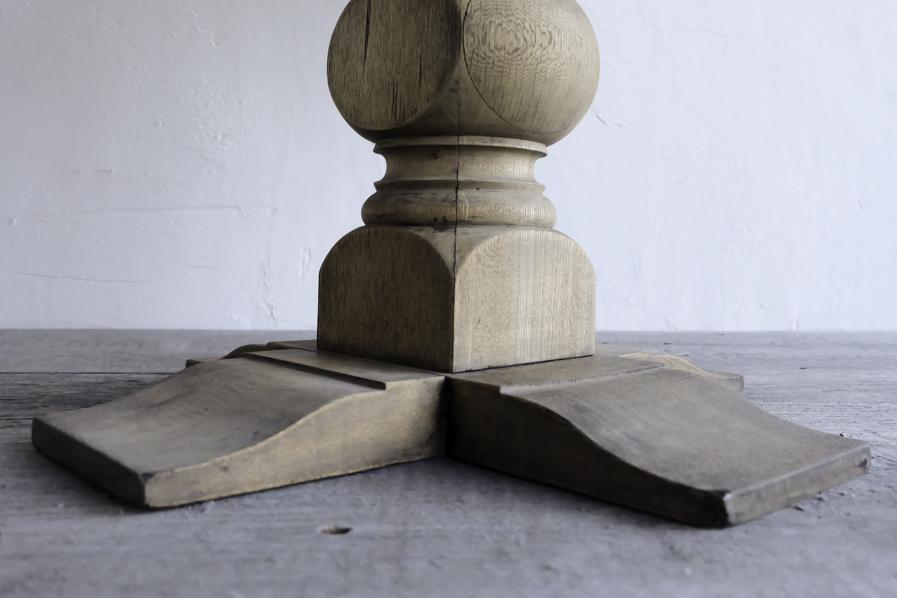アンティークの栗色のラウンドテーブル