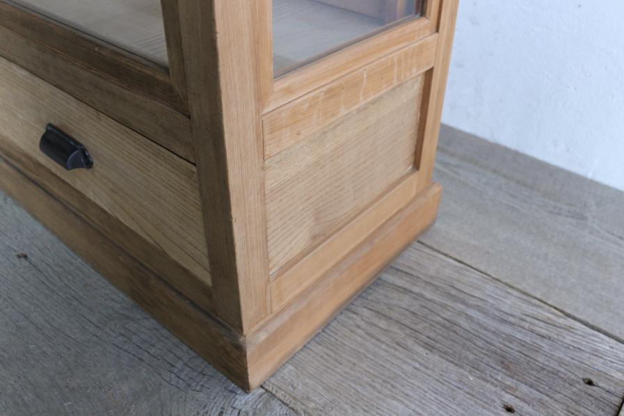 日本のアンティークの和洋折衷のガラスショーケース