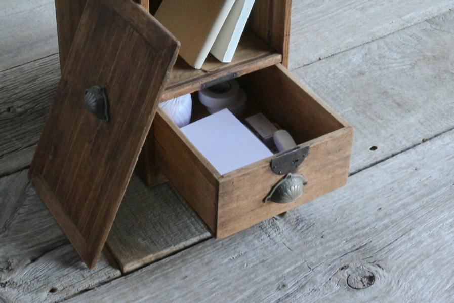 日本のアンティークの書斎の整理できる棚