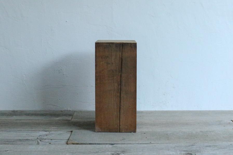 古道具の小さい桐の棚