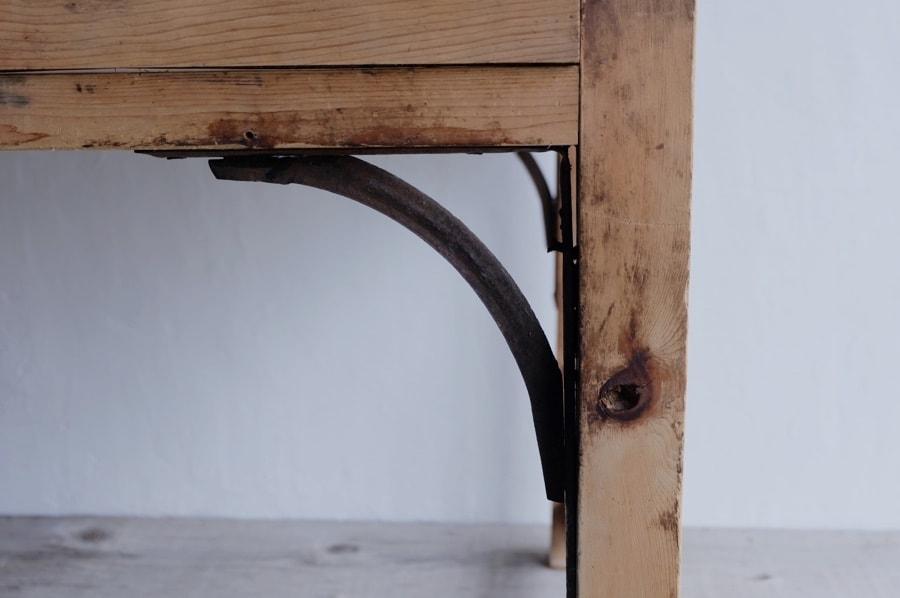 アイアンステーのアンティークダイニングテーブル