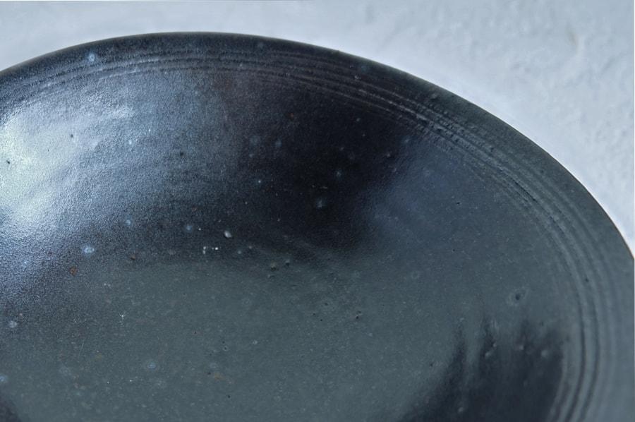 戸津圭一郎さんの楕円皿(粉引・黒釉)