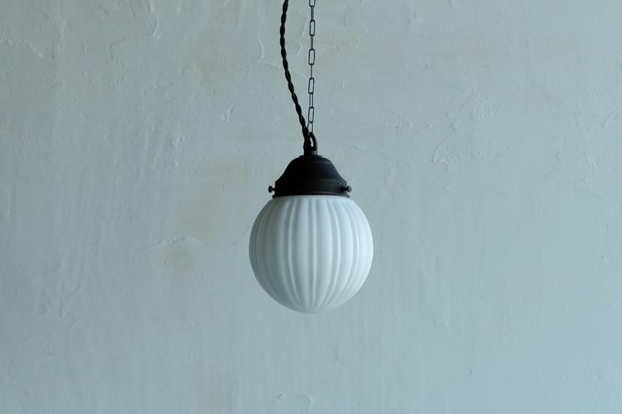 アンティークの乳白の照明
