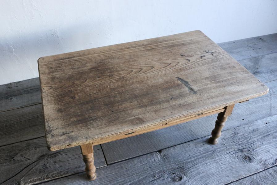 2人がけのソファに合うサイズのコーヒーテーブル