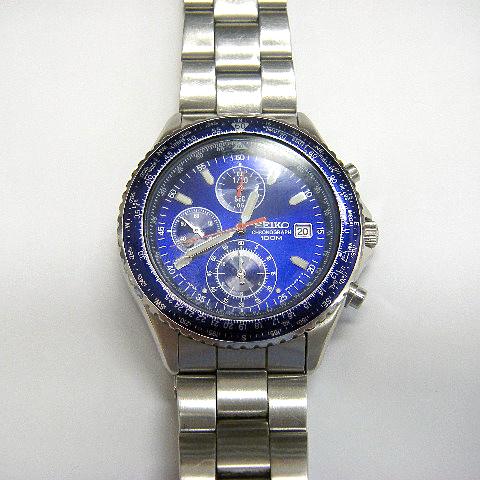 青い腕時計の電池交換
